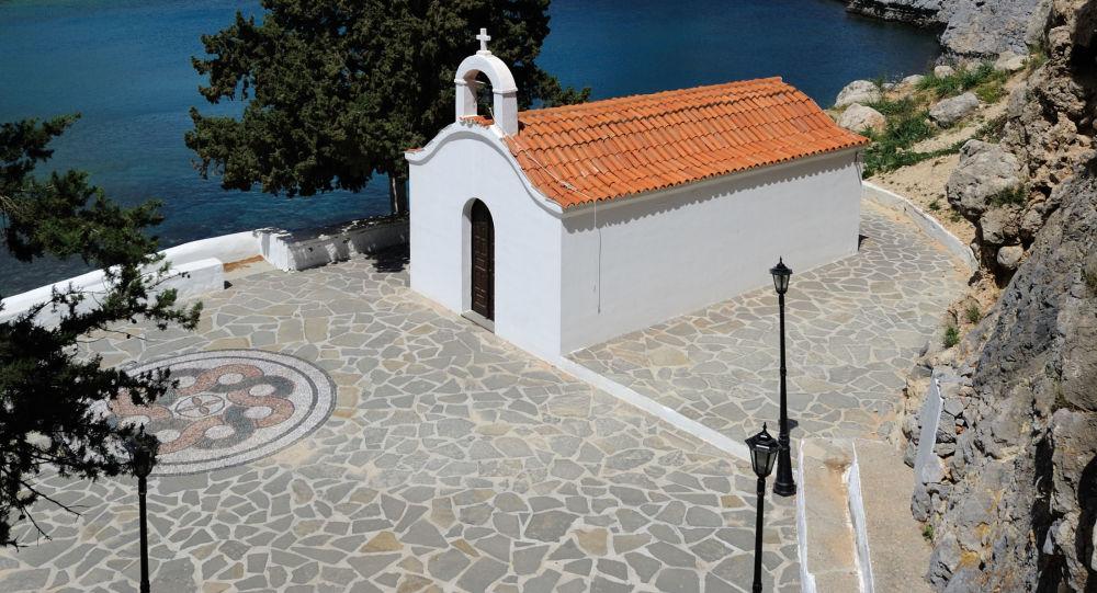 Kaple v zálivu sv. Pavla na řeckém ostrově Rhodos