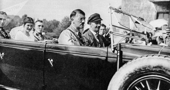 Adolf Hitler a Martin Bormann