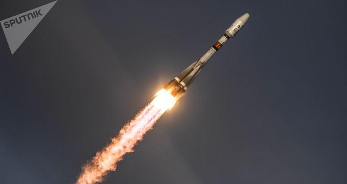 Start rakety Sojuz 2.1b s družicí Meteor z kosmodromu Vostočnyj