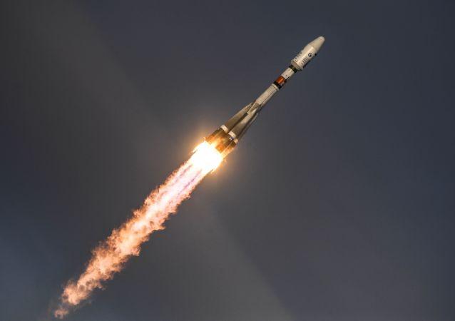 Start rakety Sojuz s družicí Meteor-M z kosmodromu Vostočnyj