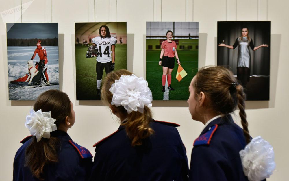 """Návštěvníci na otevření výstavy """"Rusko. Území budoucnosti"""" v Moskvě"""