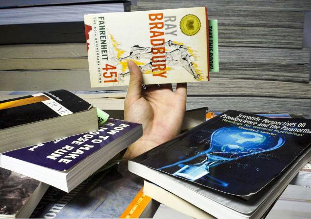 Kniha Raye Bradburyho 451 stupňů Fahrenheita