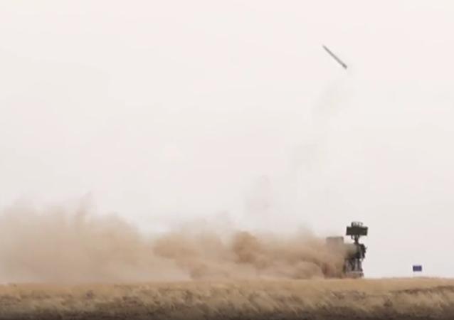 Ministerstvo obrany zveřejnilo video startů raket z PLRK Tor-M2