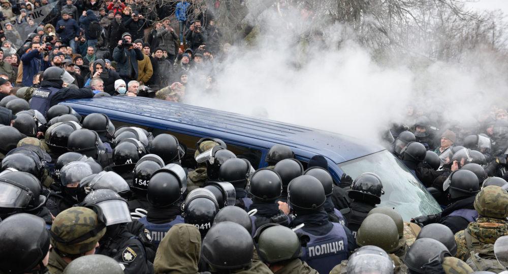 Protestující v Kijevě