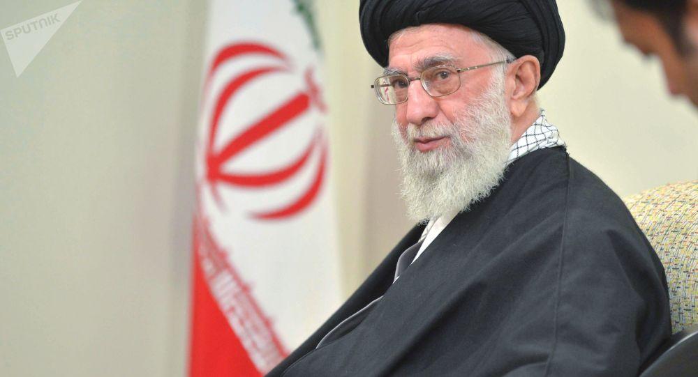 Duchovní vůdce Íránu ajatolláh Alí Chameneí