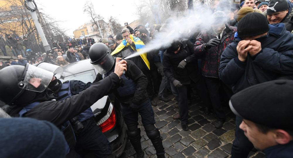Zásah policie proti protestujícím v Kyjevě