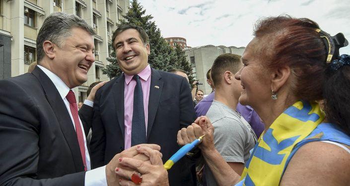 Ukrajinský prezident Petro Porošenko a bývalý gubernátor Oděské oblasti Michail Saakašvili