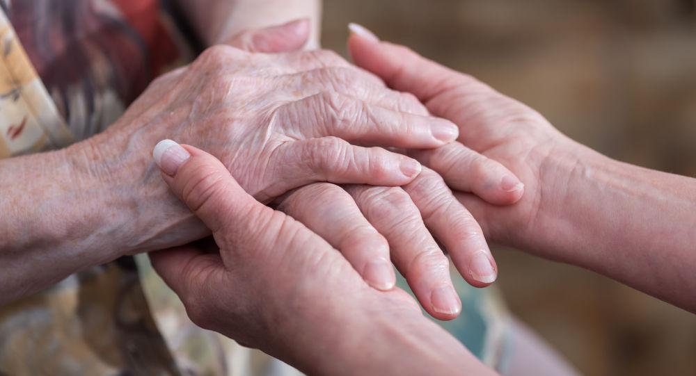 Ruce starší ženy