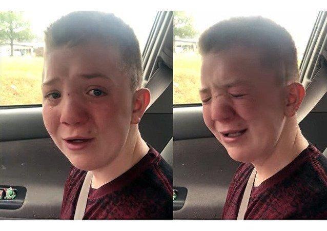 Uštvaný teenager zlomil srdce milionů uživatelů internetu