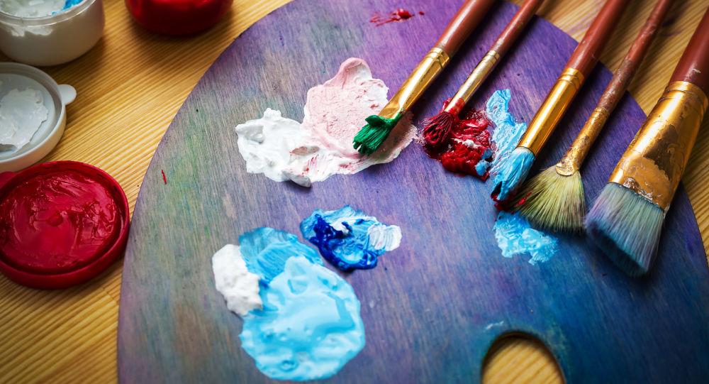 Malířský stojan s barvami