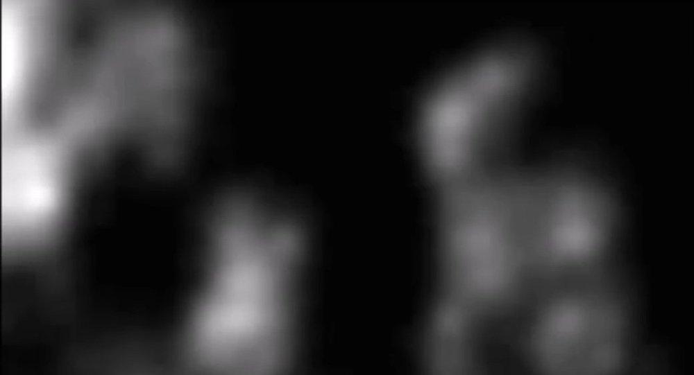 Ufolog objevil na Měsíci mimozemšťana s batohem.Video