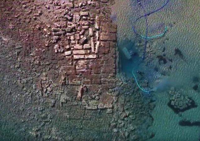 Archeologové objevili  starý římský přístav v Korintu