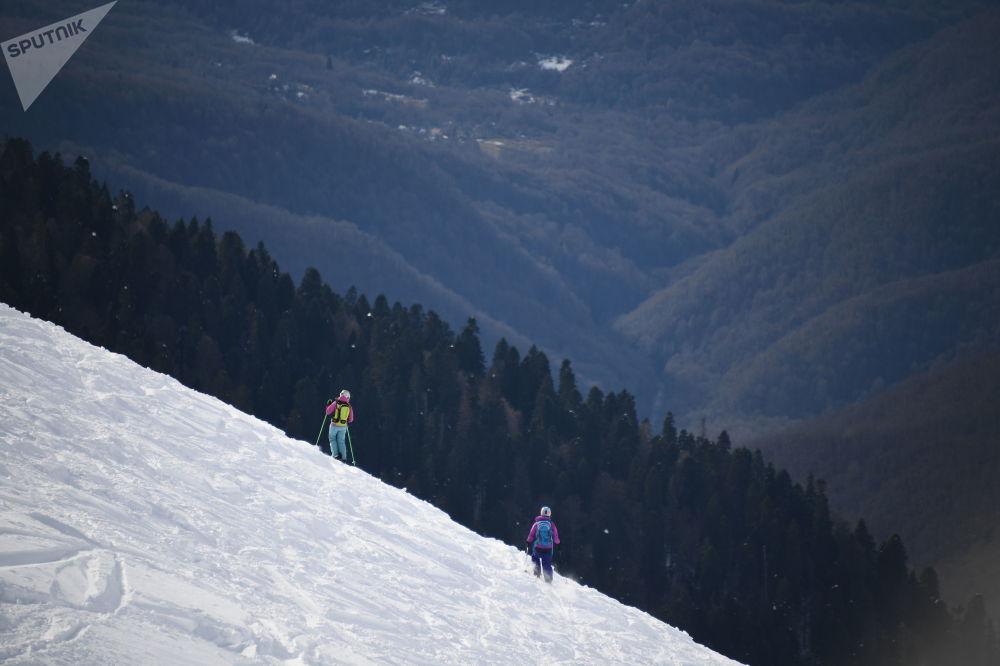 Zahájení sezóny v lyžařském středisku Roza Chutor