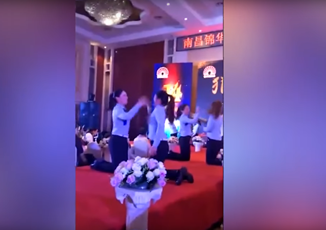 Masové bití čínských pracovnic se dostalo na video