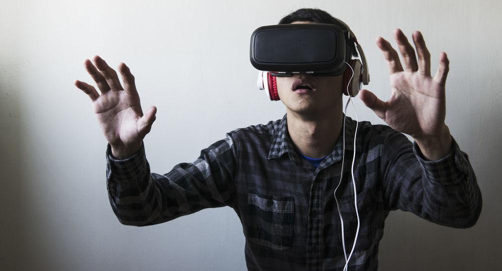 Chlap v brýlích virtuální reality