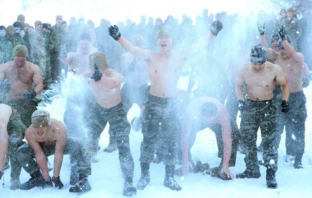 Zimní výcvik amerických a jihokorejských mariňáků v Pchjongčchangu