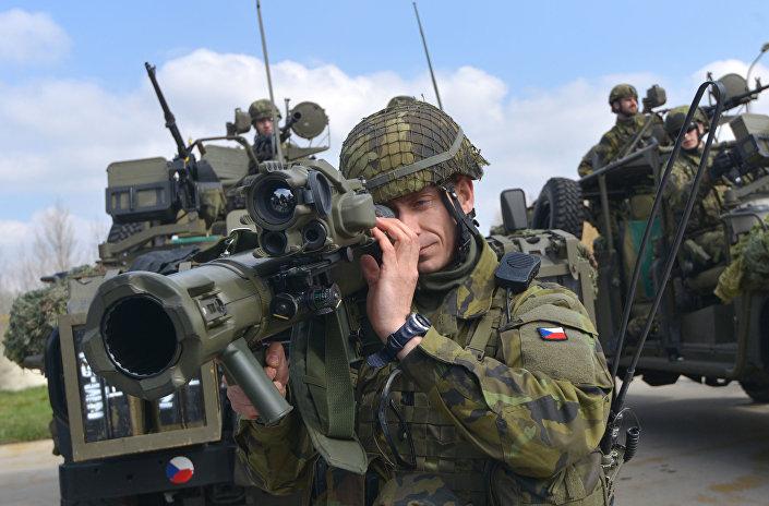 Čeští vojáci během cvičení NATO