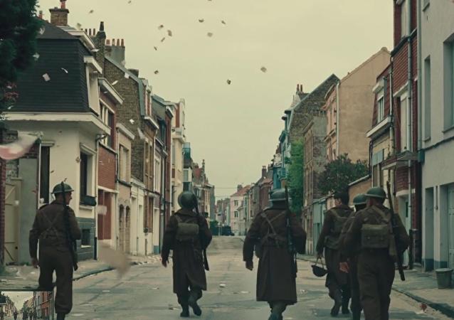 """Archivní záběry druhé světové války srovnali se záběry z filmu """"Dunkerque"""""""
