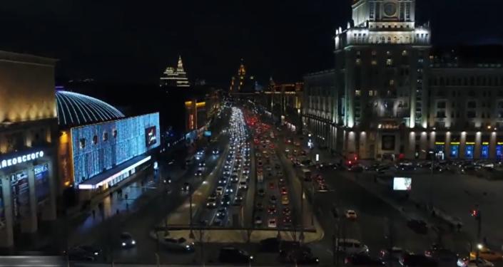 Kouzlo svátku: Moskva se připravila na Nový rok a v noci vypadá jako město z pohádky