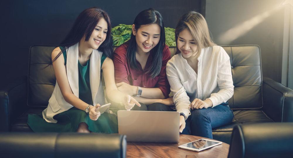 Dívky u počítače