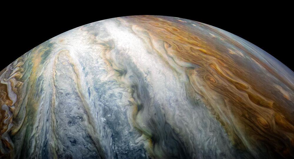 Automatická stanice Juno udělala snímky oblaků kolem jižního pólu Jupiteru