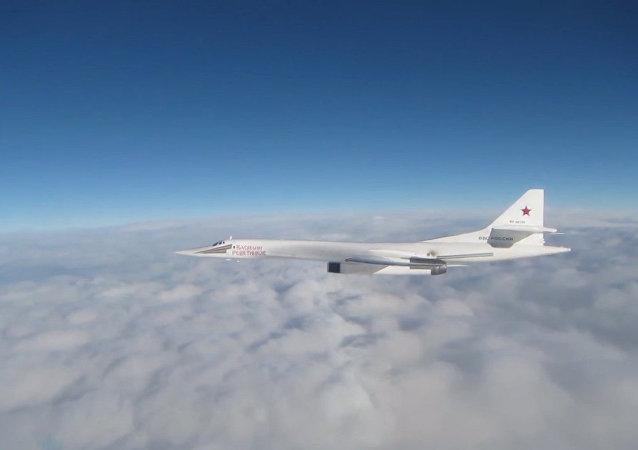 Britské ministerstvo obrany zveřejnilo video s bombardéry Tu-160 nad Severním mořem