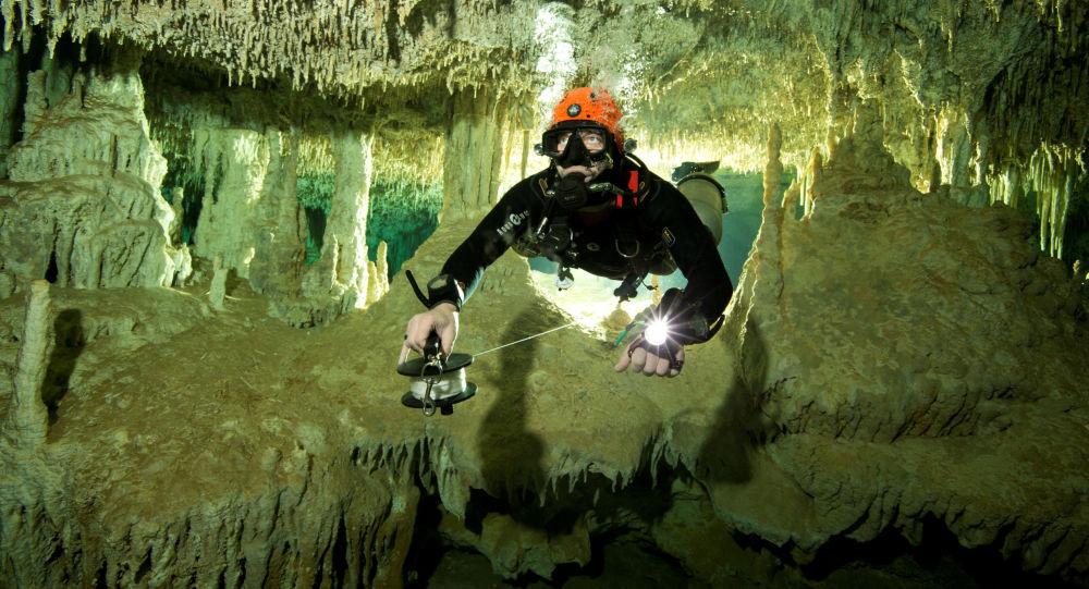 V Mexiku našli největší ve světě zatopenou jeskyni
