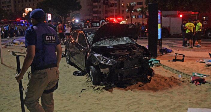 V Brazílii zahynulo při nájezdu auta do lidí osmiměsíční dítě