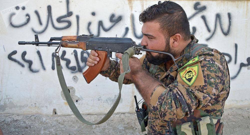 Příslušník Syrských demokratických sil