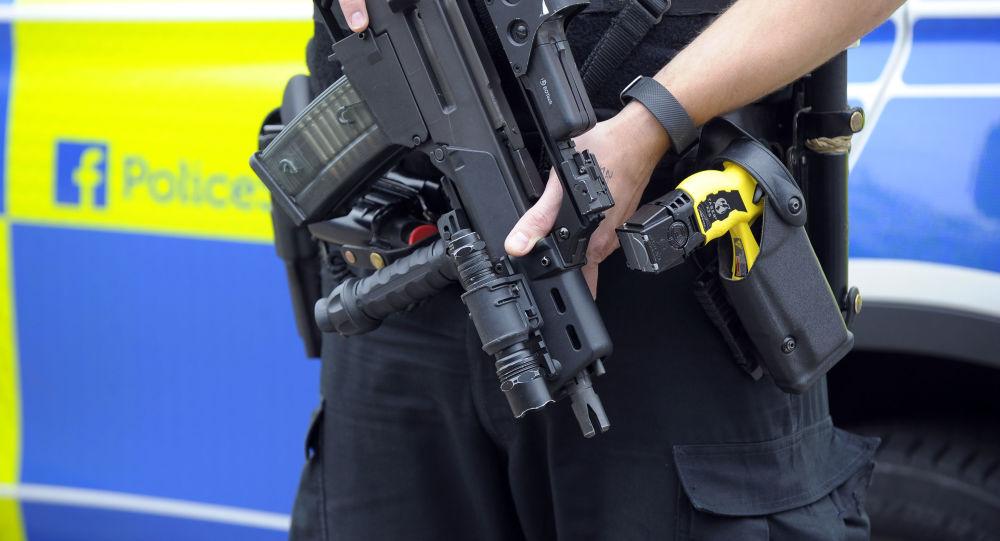 Ozbrojený policista ve Velká Británii.