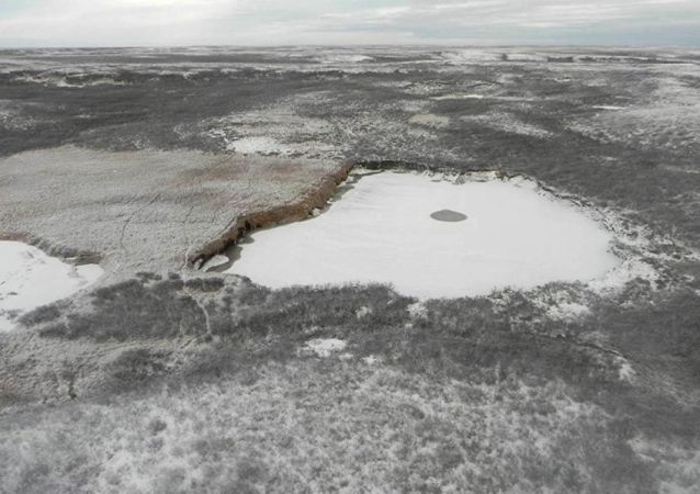 Jezero na místě gigantického kráteru