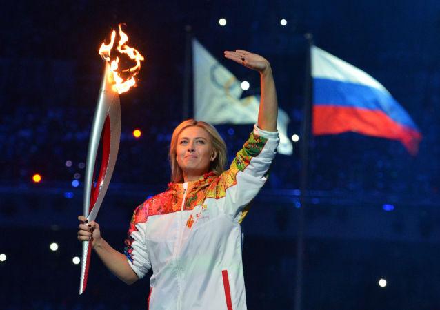 Maria Šarapovová s ruskou vlajkou