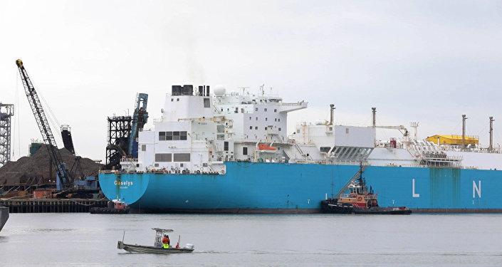 Tanker s ruským plynem se ukotvil v přístavu blizko Bostonu