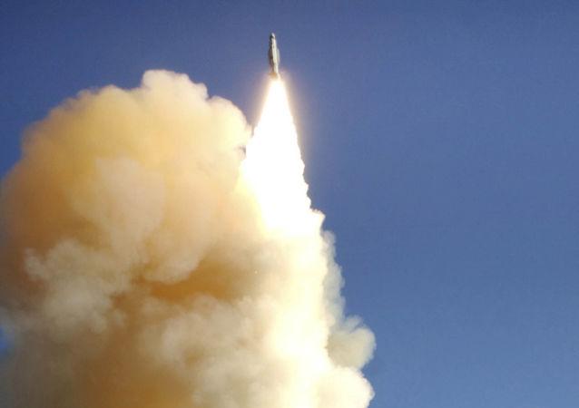 Start rakety systému PRO Aegis