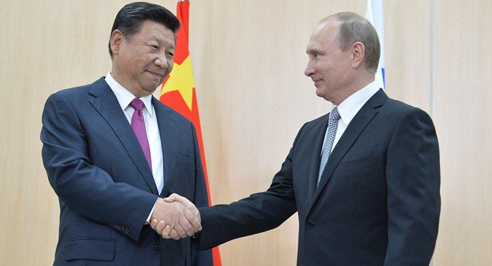 Čínský prezident Si Ťin-pching a ruský prezident Vladimir Putin