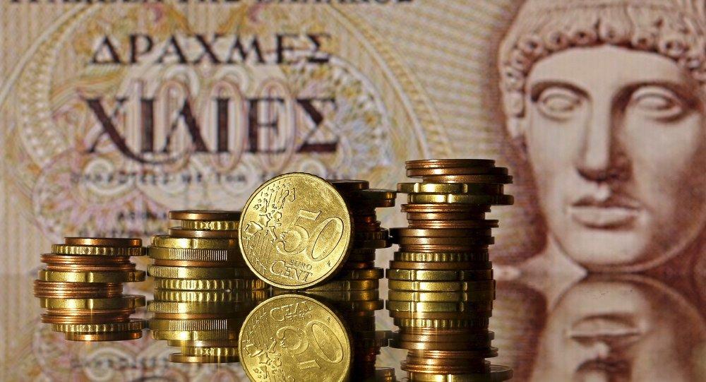 Euro mince před starou řeckou bankovkou 1000 drachm