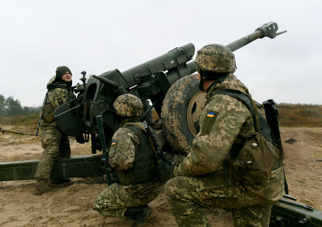 Ukrajinští dělostřelci během cvičení