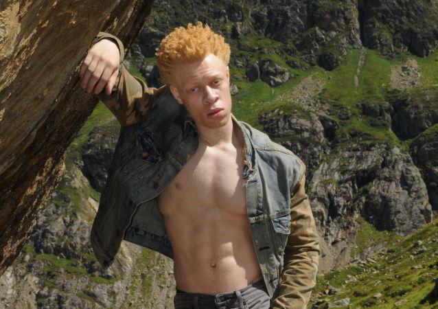 Мodel albín Leo Jonah