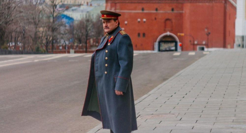 Záběr ze seriálu Zapomenutí vůdci
