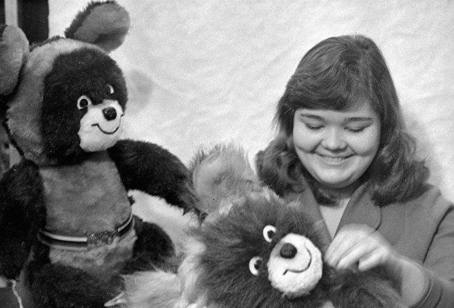 Hračky se symbolem Her 1980 v Moskvě
