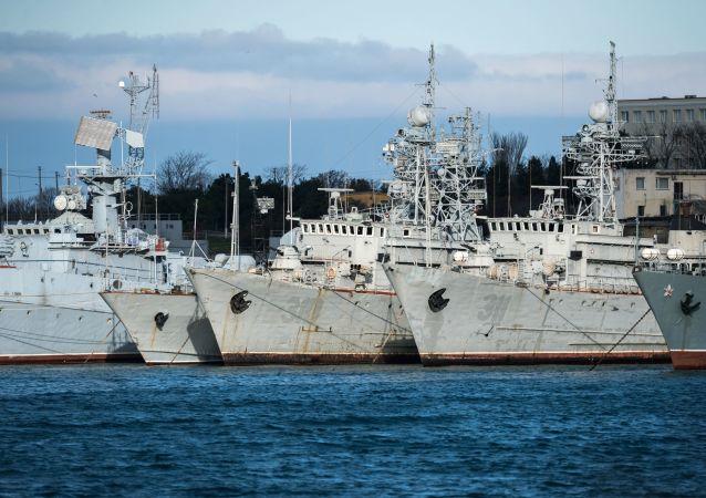 Pařicí Ukrajině vojenské lodě na Krymu