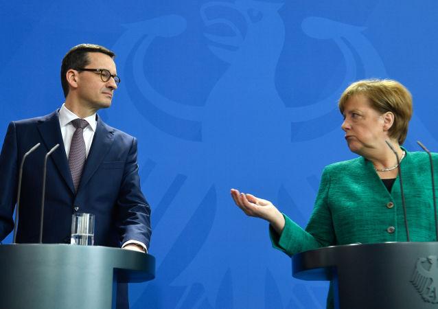 Polský premiér Mateusz Morawiecki a německá kancléřka Angela Merkelová
