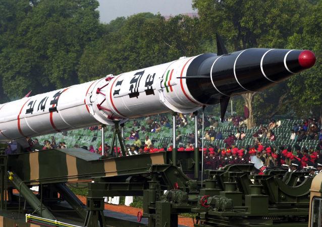 Indická balistická raketa Agni 2