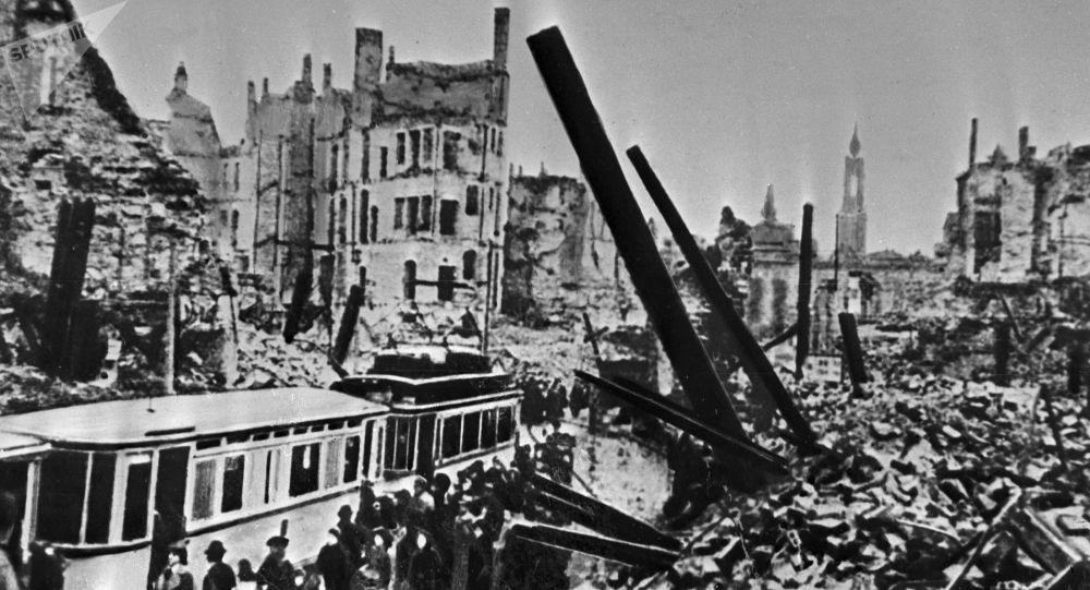 Drážďany, únor 1945 po náletu britských a amerických bombardérů
