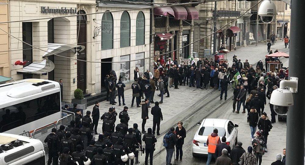 Protestní akce u Generálního konzulátu RF v Istanbulu
