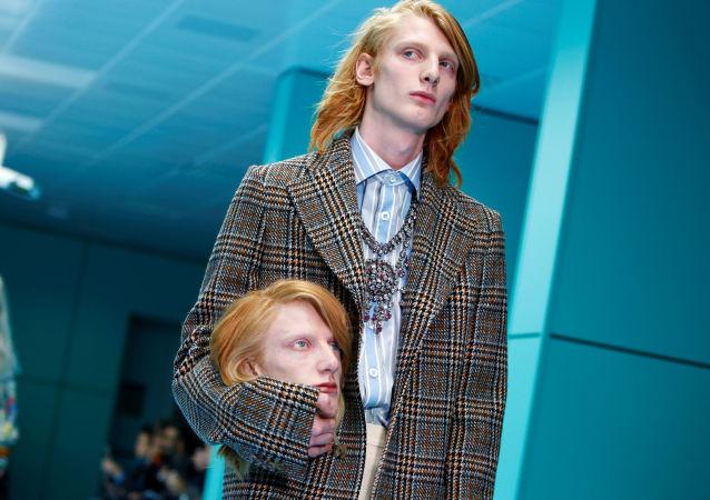 Model Gucci s hlavou