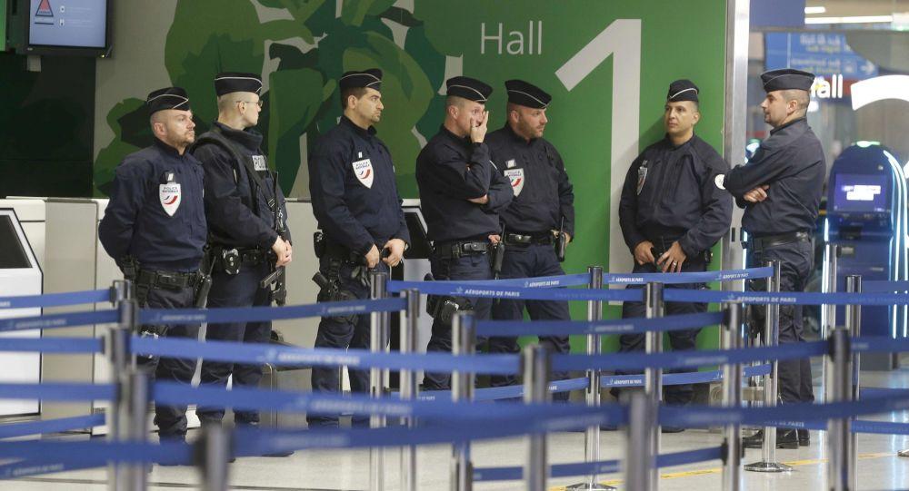 Policie na letišti Charles de Gaulle