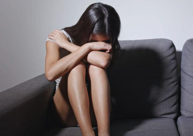 Žena pláče