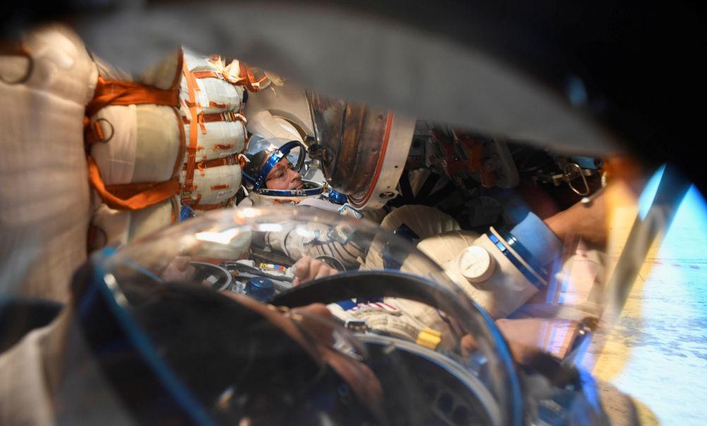 Posádka ISS se vrátila na Zemi