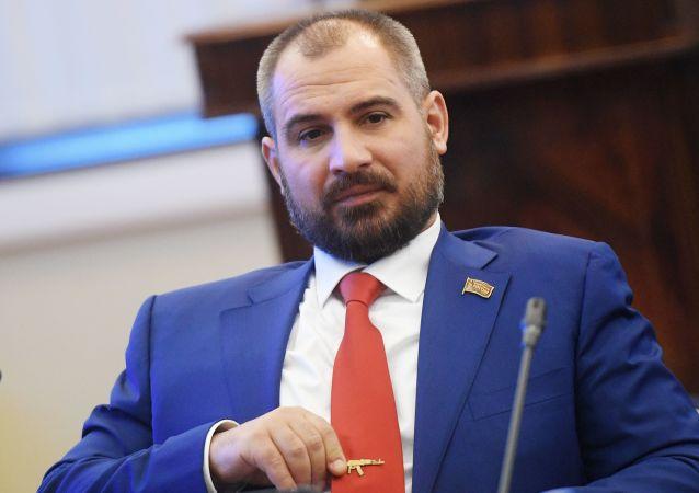 Kandidáti na prezidenta. Maxim Surajkin